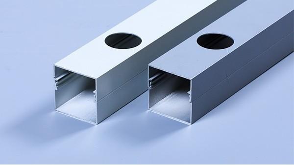 两种常见的铝合金灯槽安装方式