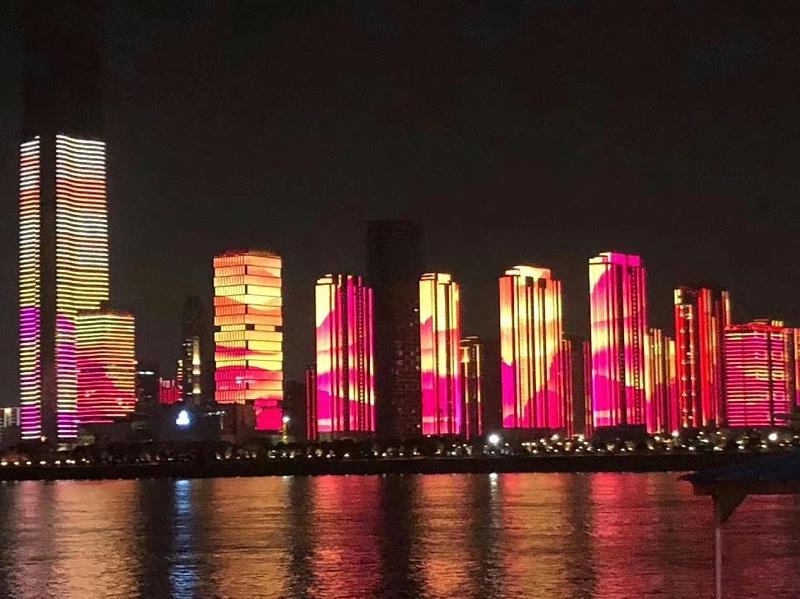 武汉江岸亮化图片
